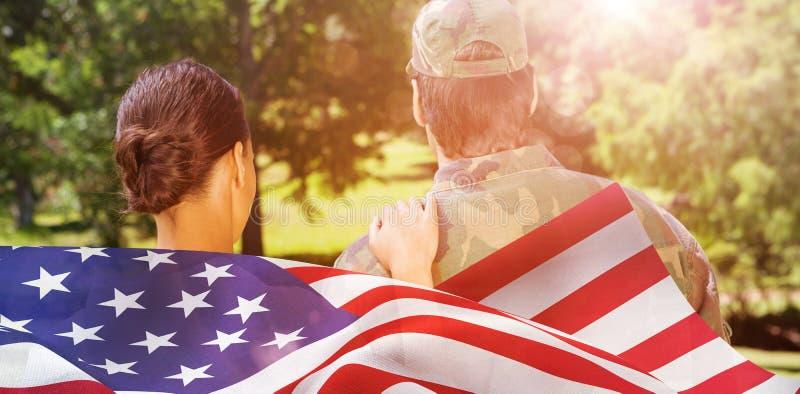 solider和妻子背面图的综合图象  免版税库存照片