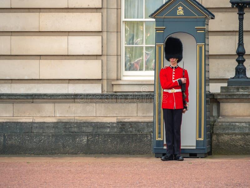 Solider del Buckingham Palace, Londres Inglaterra foto de archivo libre de regalías