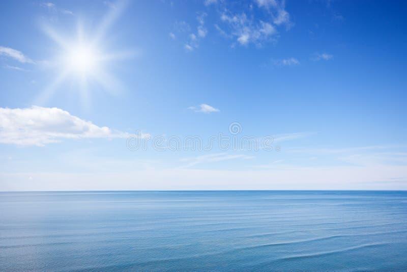 Solig blå sky royaltyfri fotografi