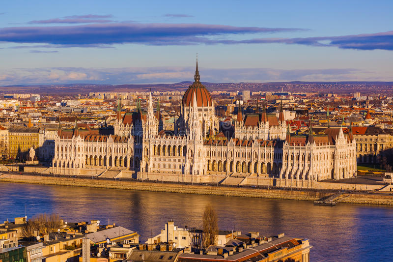solig budapest daghungary parlament royaltyfria bilder