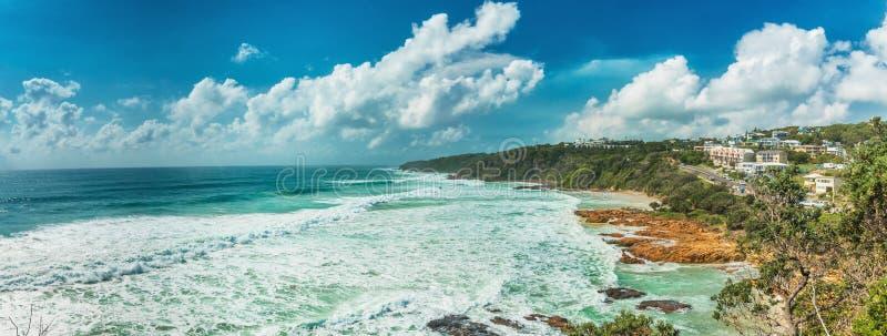 Solig dag på den Coolum stranden på kust för solsken för Queensland ` s i Aust fotografering för bildbyråer