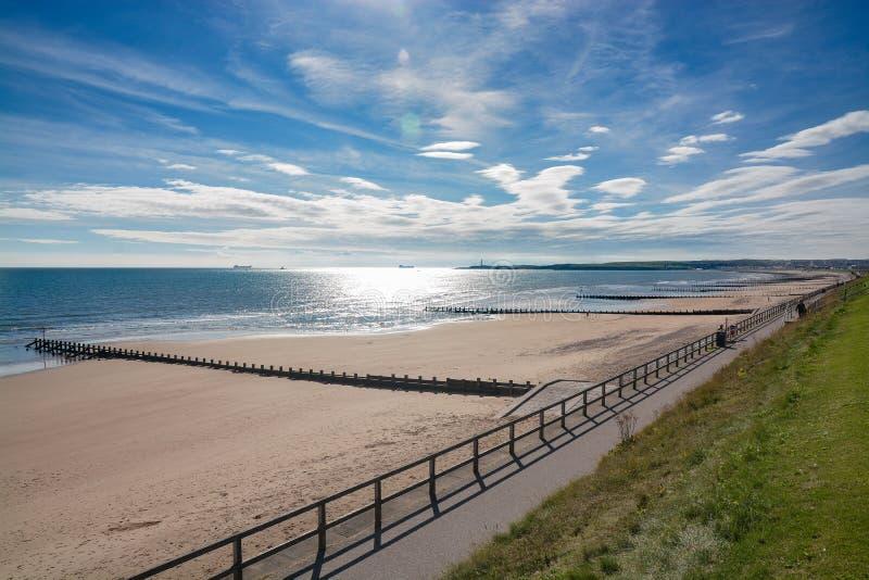 Solig eftermiddag på den Aberdeen stranden royaltyfria bilder