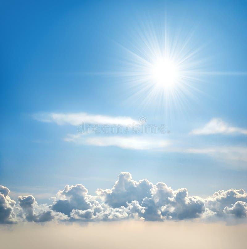 solig sky royaltyfri fotografi