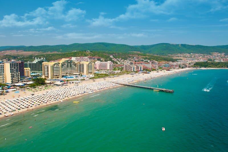 Solig strandsemesterort i Bulgarien arkivfoton