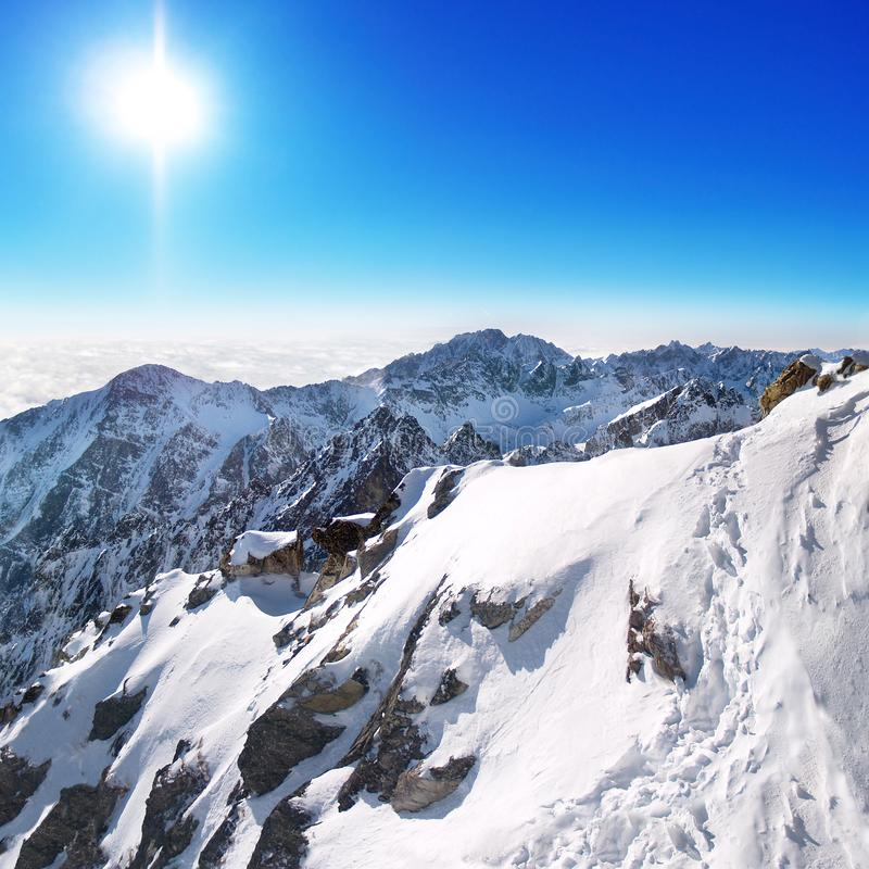 Solig vintersikt av höga Tatras, Slovakien fotografering för bildbyråer