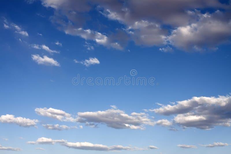 soliga blåa skies royaltyfria foton