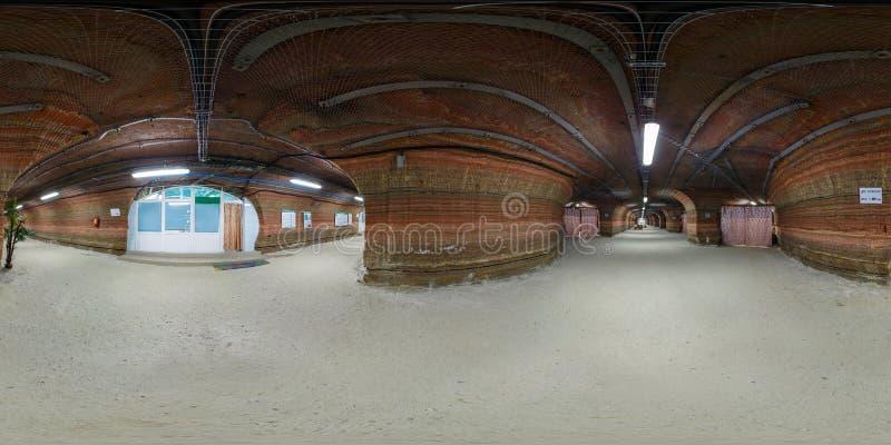 SOLIGORSK, BIELORUSSIA - SETTEMBRE 2013: panorama sferico senza cuciture completo 360 gradi nell'interno dell'ospedale che frana  immagini stock libere da diritti
