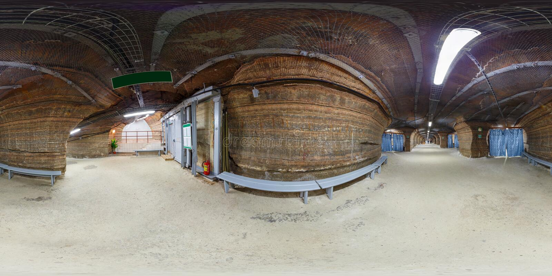 SOLIGORSK VITRYSSLAND - SEPTEMBER, 2013: full sömlös sfärisk 360 grad panorama som är inre i sjukhusspeleologi i grotta av royaltyfria foton