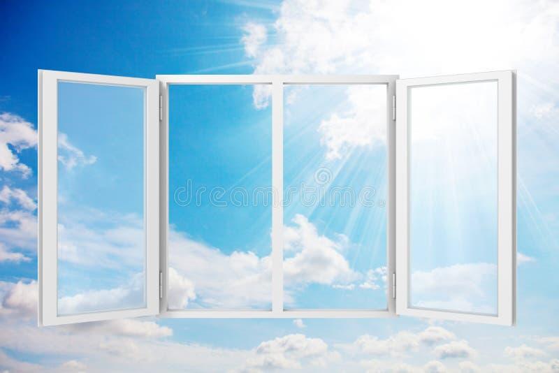 soligt fönster för blå sky royaltyfri fotografi