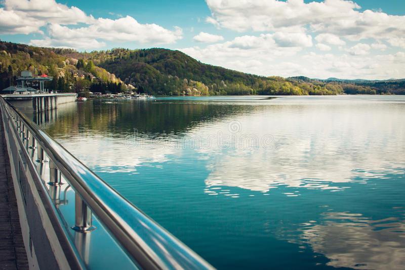Solina See in Bieszczady-Bergen stockbilder