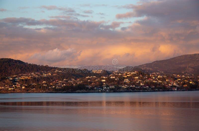 Solinställning på panorama- veiw av bygd arkivfoton