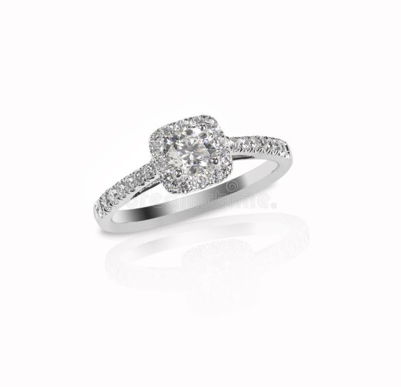 Solitário bonito do anel da faixa do engagment do casamento de diamante com mul fotografia de stock royalty free