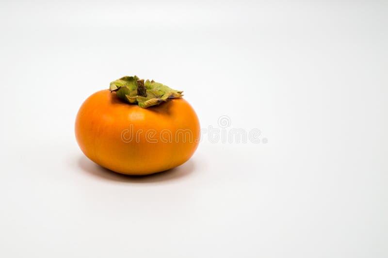 Solitaire oranje die dadelpruim op wit wordt geïsoleerd stock fotografie