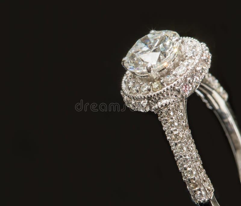 Solitario magnifico su Diamond Ring fotografia stock