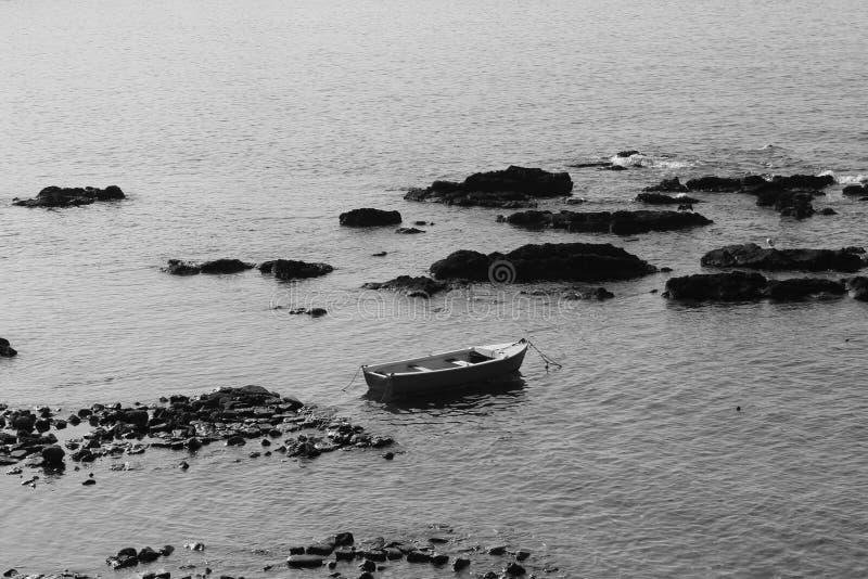 Solitude d'un bateau photos stock