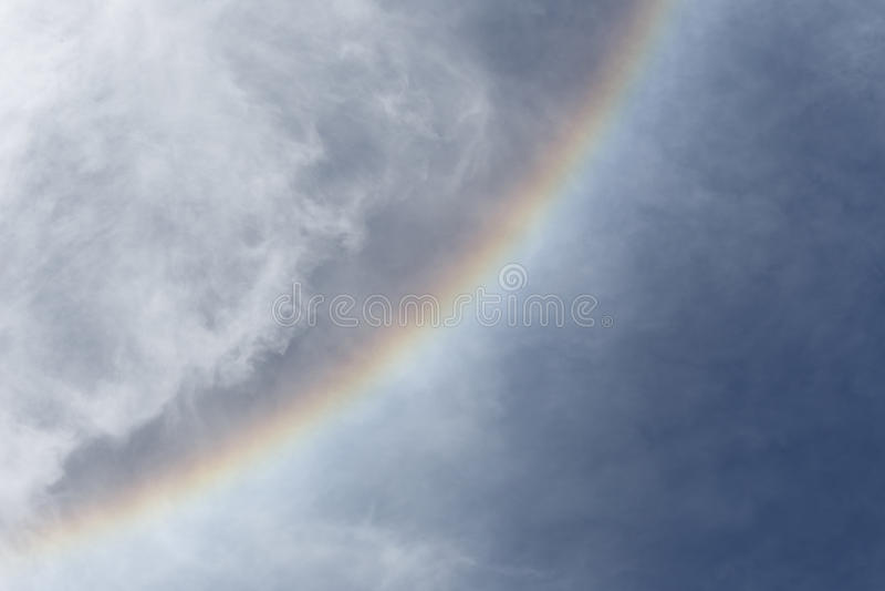 Solkrans med molnet och blå himmel arkivfoton