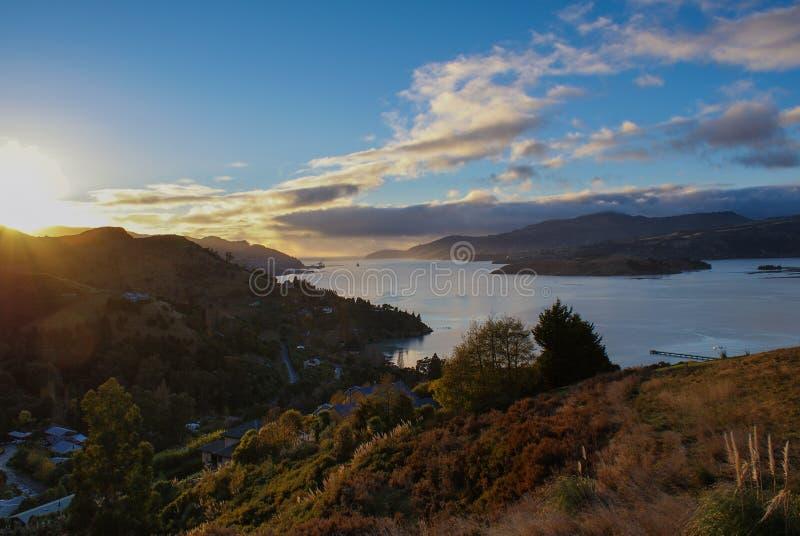 Sollöneförhöjning över regulatorer fjärd, Nya Zeeland arkivfoton