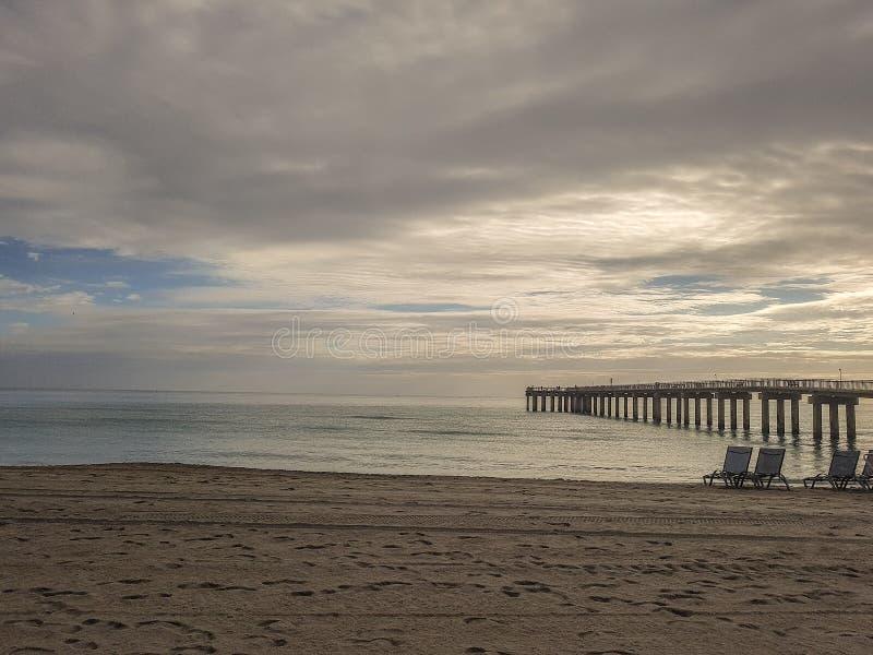 Sollöneförhöjning i Sunny Isle Beach Florida arkivfoto