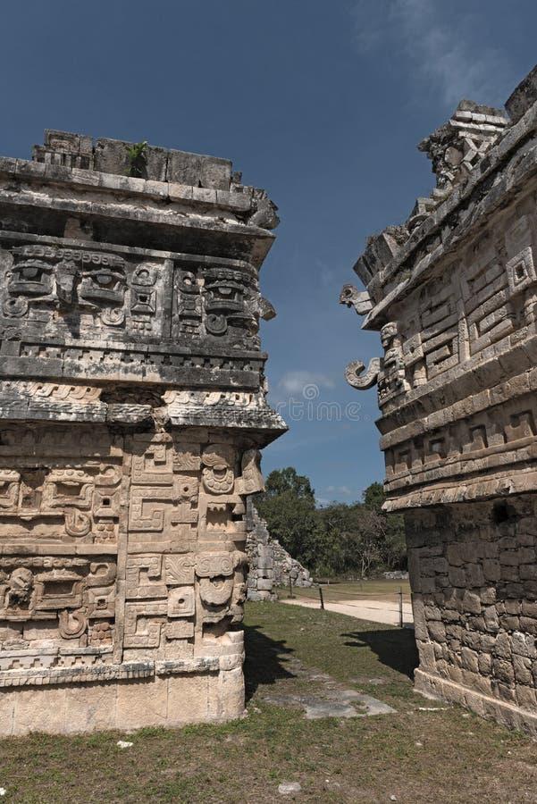 Sollievi di pietra maya in Chichen Itza, Yucatan, Messico, immagine stock libera da diritti