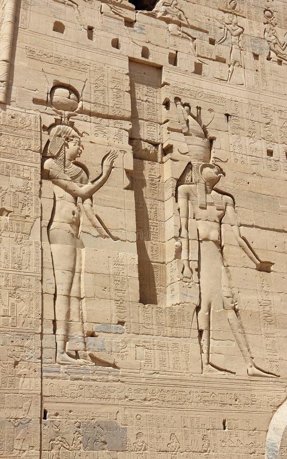 Sollievi sulle pareti del tempio di Philae Egypt immagini stock