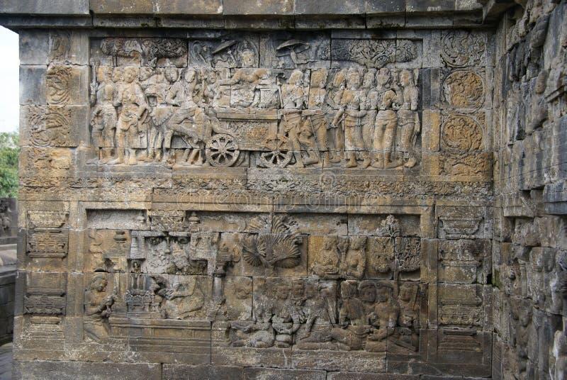 Sollievo o sculture sulla parete del tempio di Borobudur a Jogjakarta, Indonesia fotografia stock libera da diritti