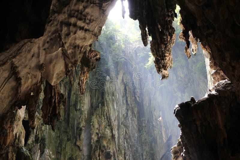 Solljus i grotta royaltyfria bilder