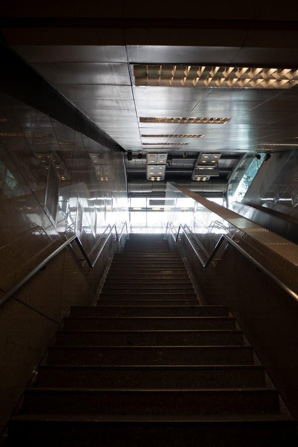 Solljus på slutet av trappa royaltyfri foto