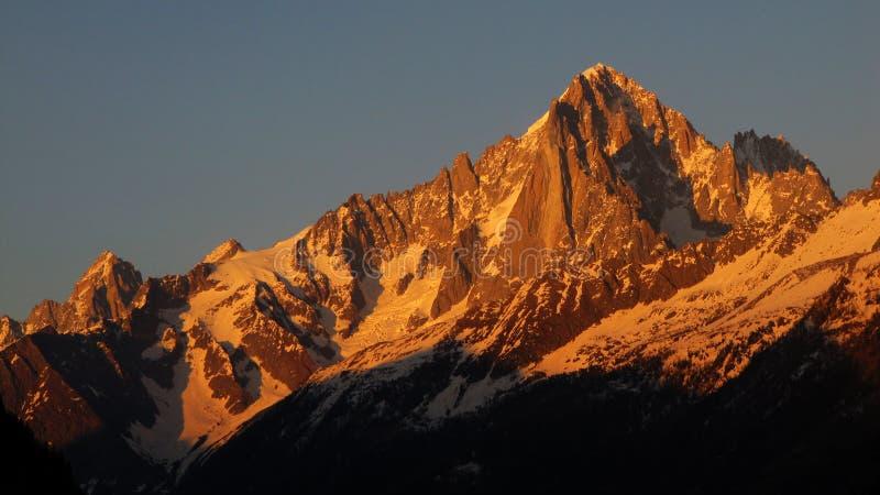 Solnedgång över Aiguille Verte och Dru, Chamonix royaltyfria foton