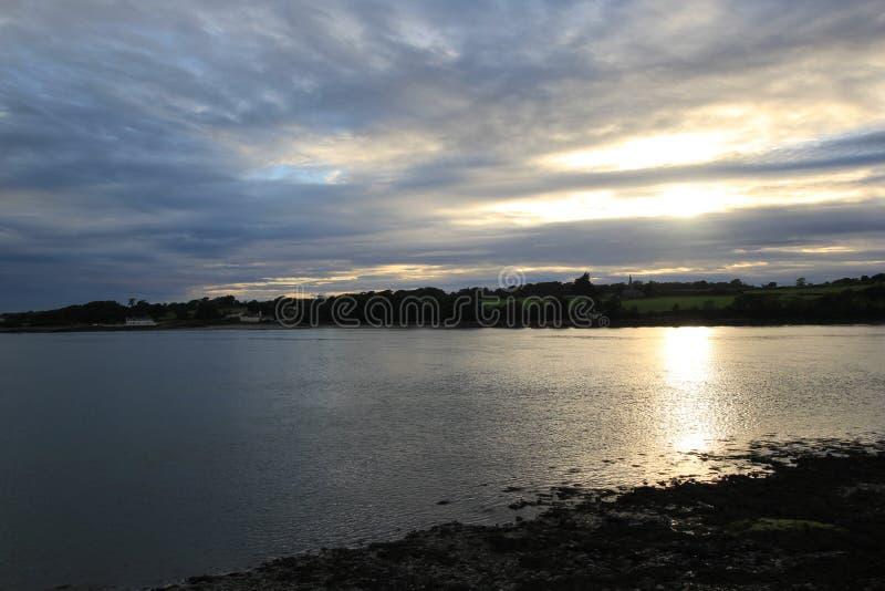 Solnedgång över Anglesey royaltyfria foton