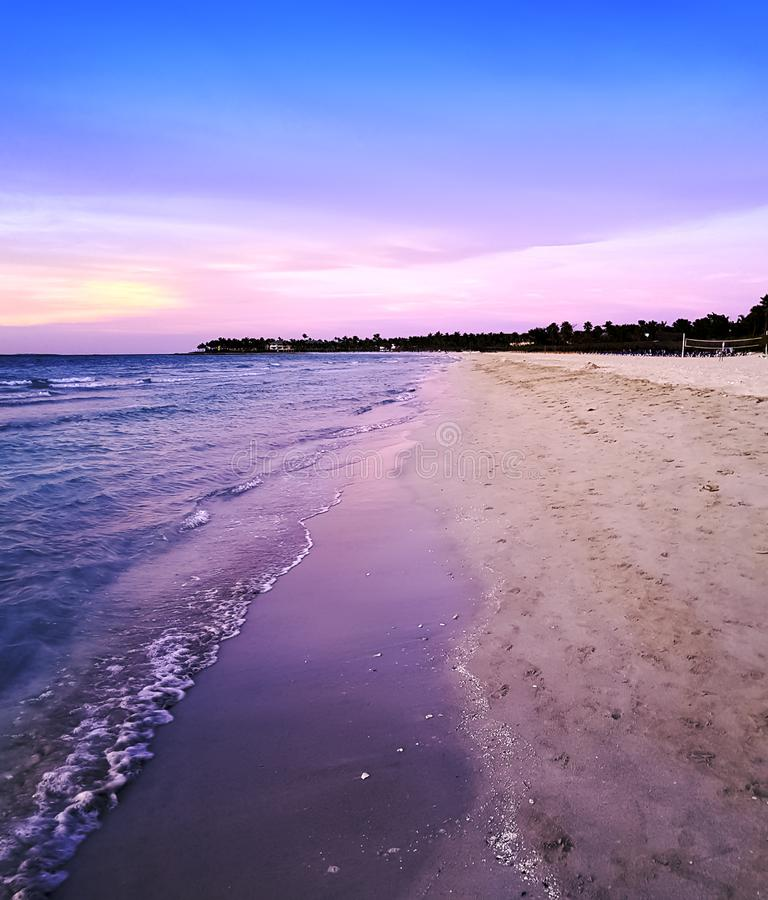 Solnedgång över Atlantic Ocean i Varadero, Kuba royaltyfri foto