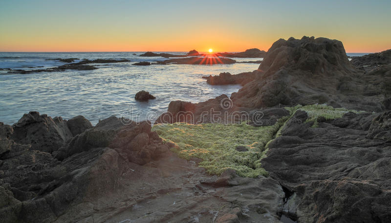 Solnedgång över Bean Hollow State Beach, Pescadero, Kalifornien, USA arkivbild