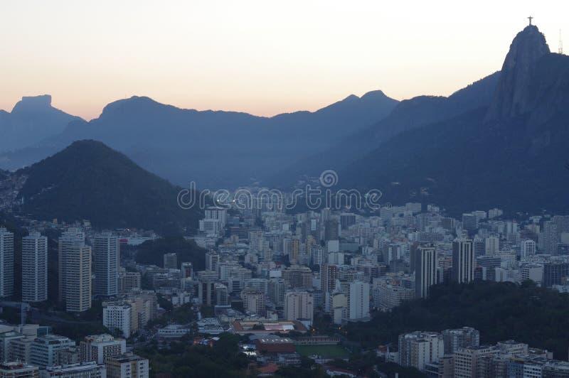 Solnedgång över Botafogo i Rio de Janeiro arkivfoto