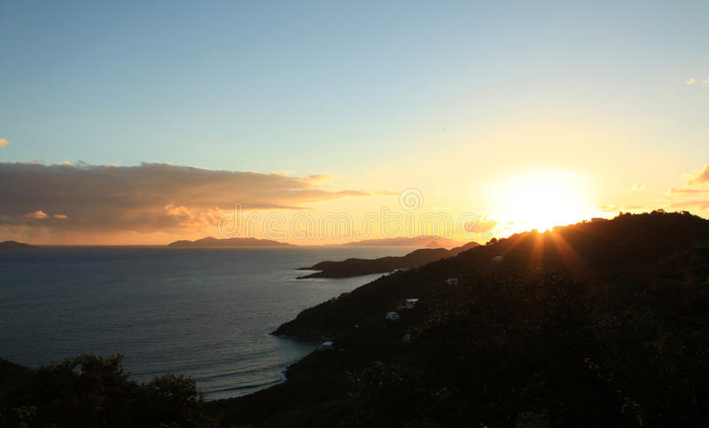 Solnedgång över bryggaren Bay i St Thomas royaltyfri fotografi