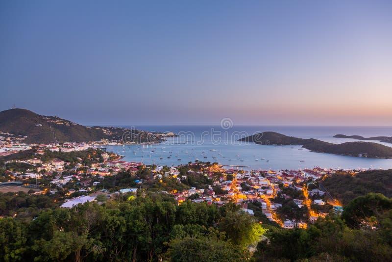 Solnedgång över Charlotte Amalie St Thomas royaltyfria foton