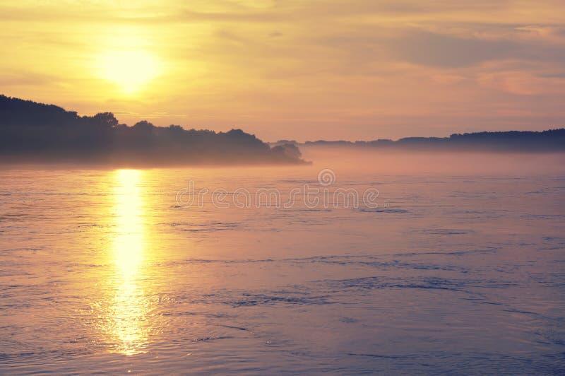 Solnedgång över Danubet River royaltyfria foton