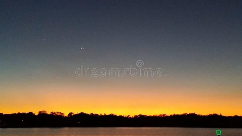 Solnedgång över den lilla flodarmen St Petersburg Florida arkivfoto