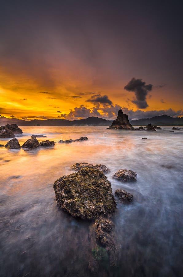 Solnedgång över den röda ön 2 fotografering för bildbyråer