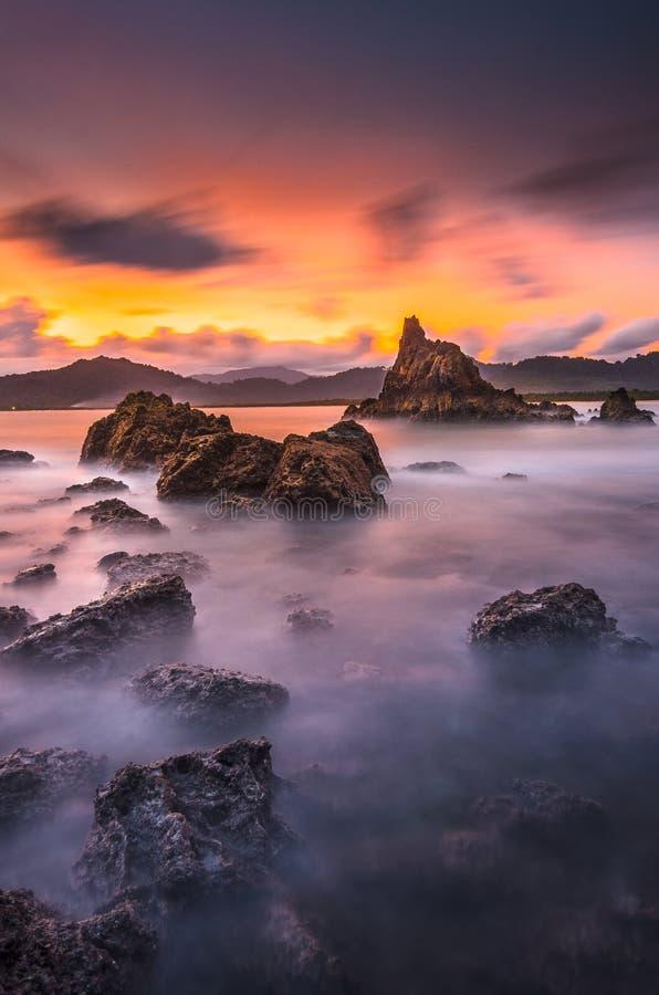 Solnedgång över den röda ön 3 royaltyfri foto