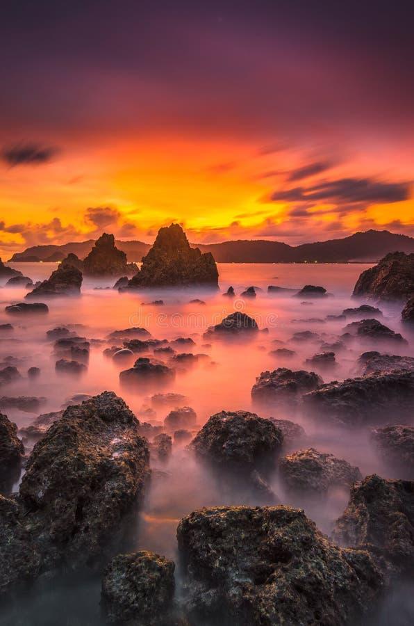 Solnedgång över den röda ön 4 royaltyfria foton