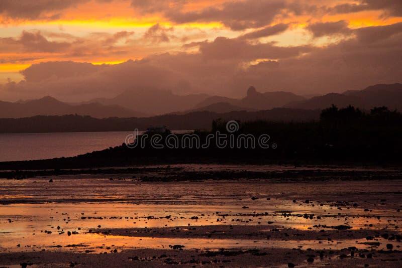 Solnedgång över den Suva fjärden, Fiji fotografering för bildbyråer