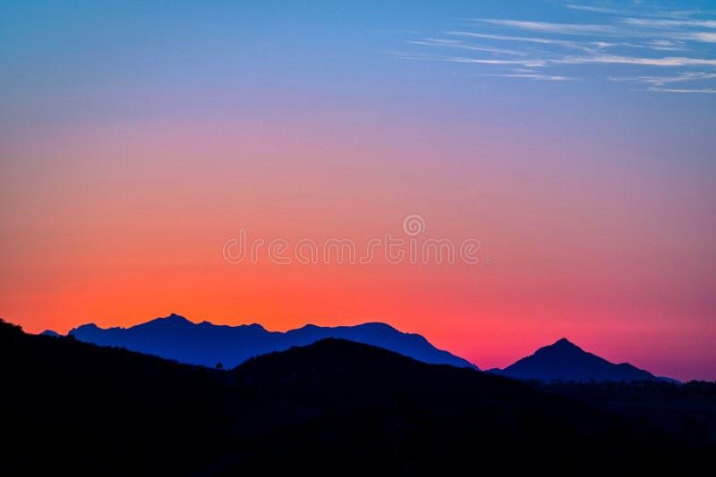 Solnedgång över den Topanga kanjonen royaltyfria bilder