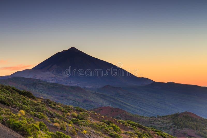 Solnedgång över El Teide, Tenerife arkivbild