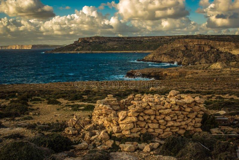 Solnedgång över Gozo Maltesiska öar, södra Europa royaltyfri bild