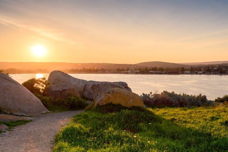 Solnedgång över granitön arkivbilder