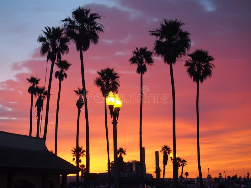 Solnedgång över Huntington Beach royaltyfri foto