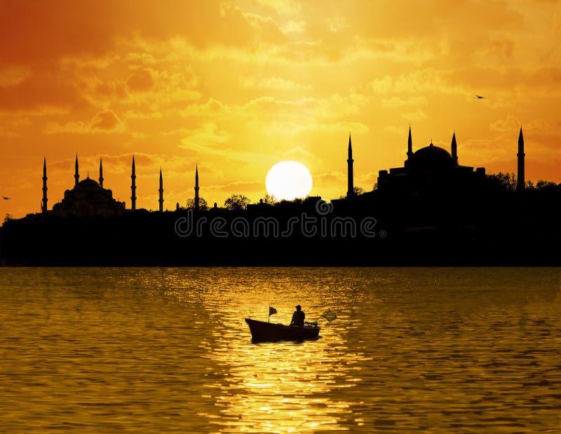Solnedgång över Istanbul arkivbild