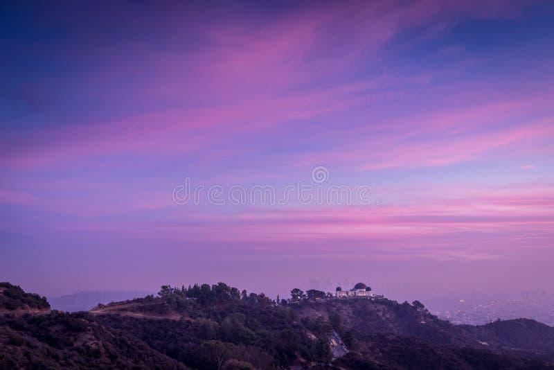 Solnedgång över kullarna av Los Angeles fotografering för bildbyråer
