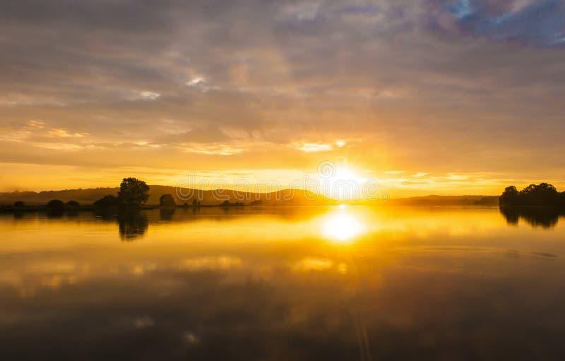 Solnedgång över Labut royaltyfri bild