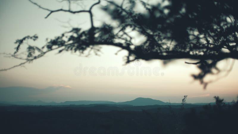 Solnedgång över landskapet av ceskolipskoen arkivfoto