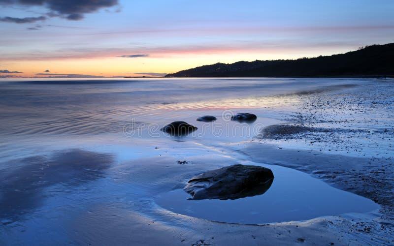 Solnedgång över Lyme Regis royaltyfria foton